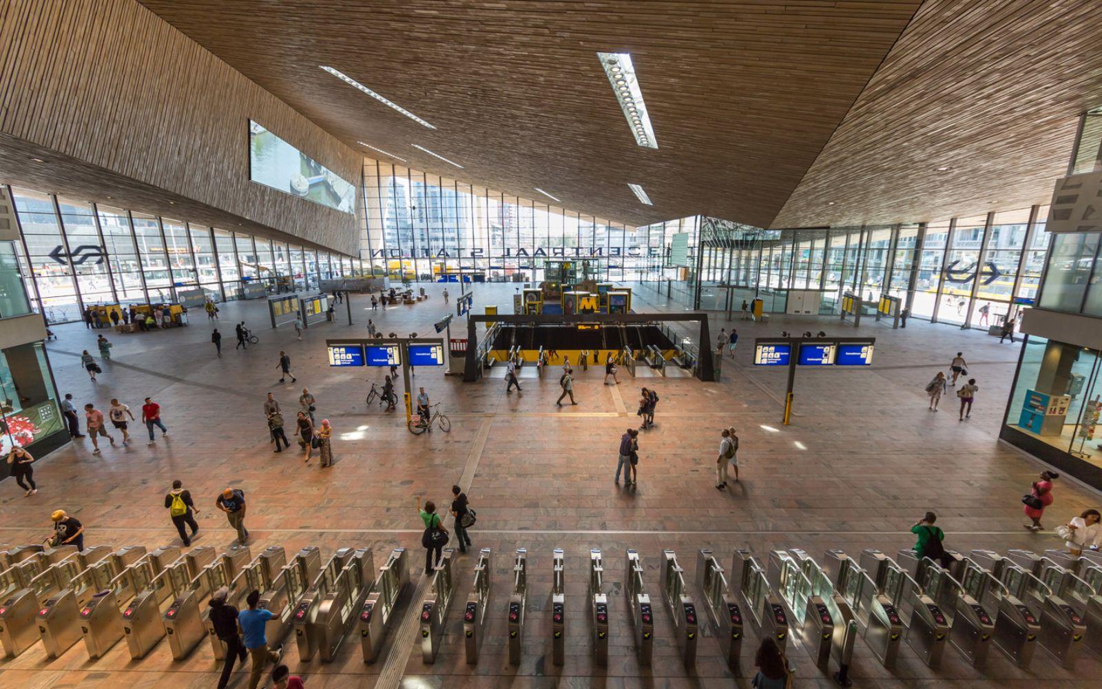 12-Rotterdam-Centro-Estación-por-Team-CS