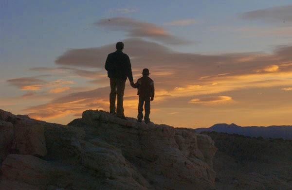 Resultado de imagem para pai e filho na montanha