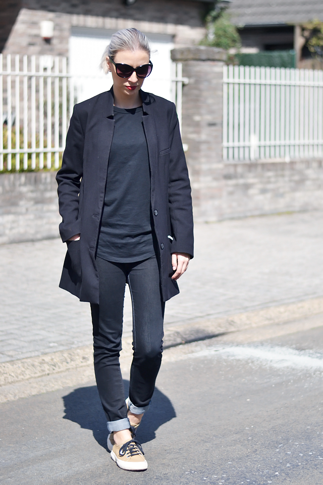 Superga sneakers, camel, all black, outfit, fashion blogger, asos baseball top, zara black jeans