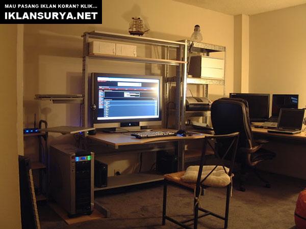 Ruang Kerja IT Desktop Simpel dan Nyaman
