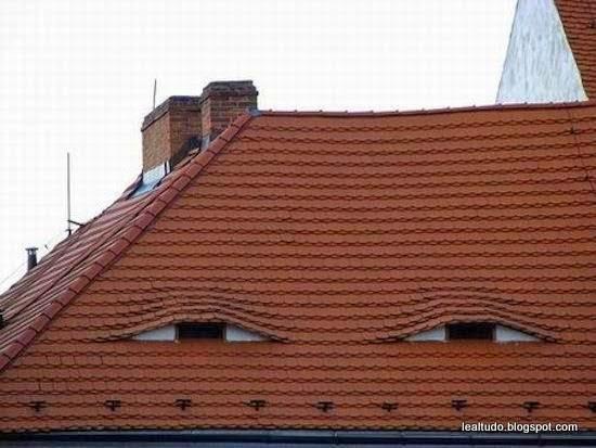 Spy House Face Looking Eyes - Casa Rosto Espiao Olhos Observando - Pareidolia-001