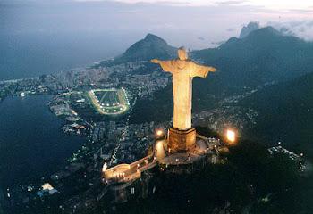 O RIO ANOITECE EM POESIA