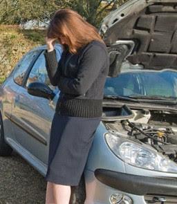 Sedang bingung karena air radiator mendidih (fatmylove.blogspot.com)