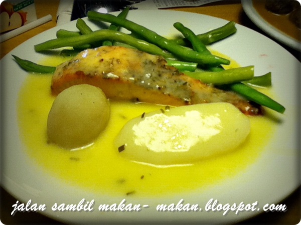 Jalan Sambil Makan Makan Meatball Amp Salmon Fish At Ikea
