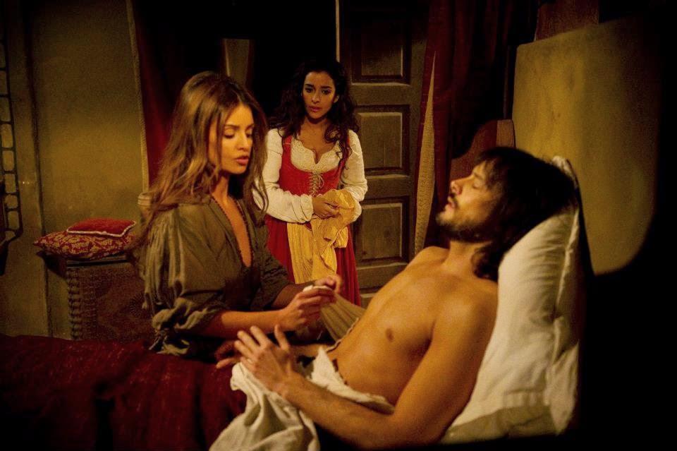 Comisarul se gândește că în cufărul pe care îl transportă se află închisă Lucrecia și nu Mariana.
