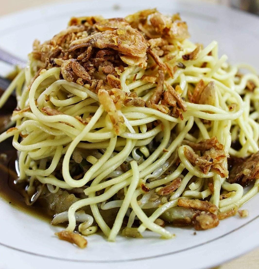 Travel Food Kuliner Khas Surabaya Mie Lidi Mentah Sebuah Makanan Klasik Masyarakat Yang Dengan Aroma Dan Rasa Legit Petis Udangnya Bersama Bumbu Petisnya Irisan Cabai Jika Ingin Selera