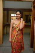 anasuya sizzling saree stills-thumbnail-10