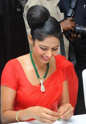 gunn diamod jewellary shop launch actress pics
