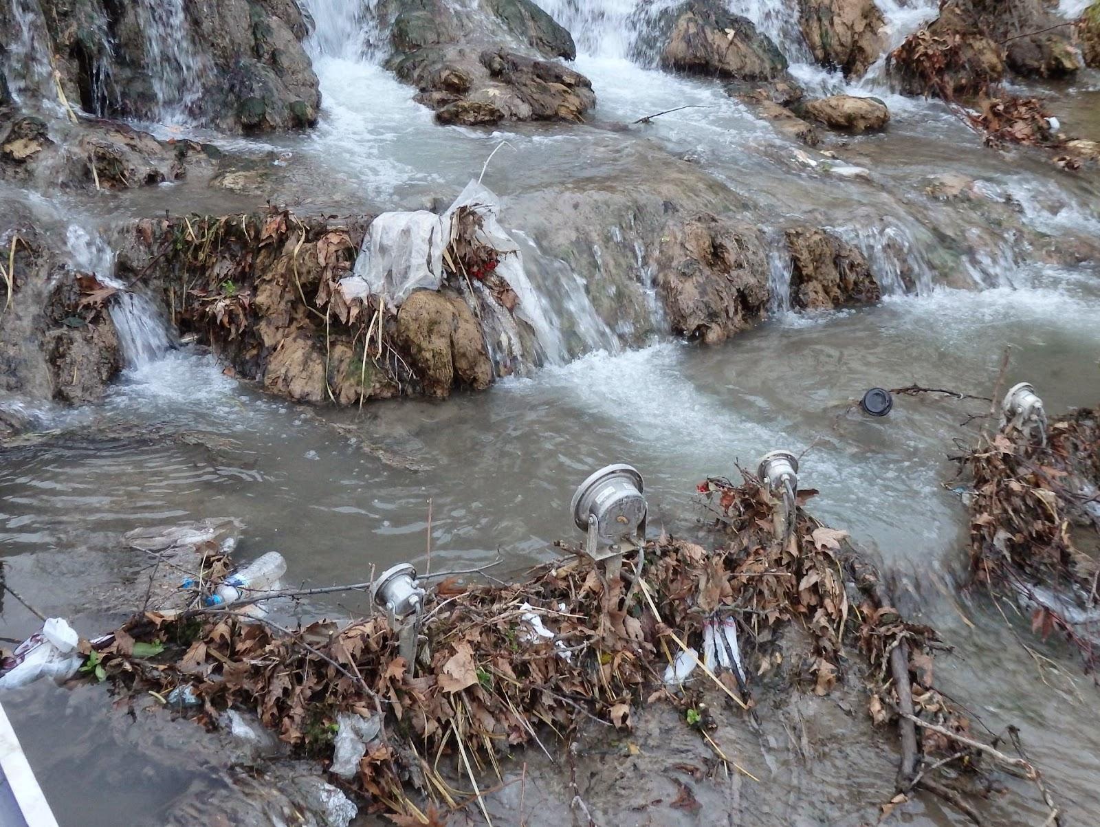 Τα ποτάμια τίγκα στο σκατό. Οι αναπλάσεις ποταμοβραχιόνων τους μάραναν