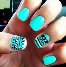 Esta serie de images de uñas decoradas te darán una idea para hacer tus  propios diseños con diferentes tonos de color verde.