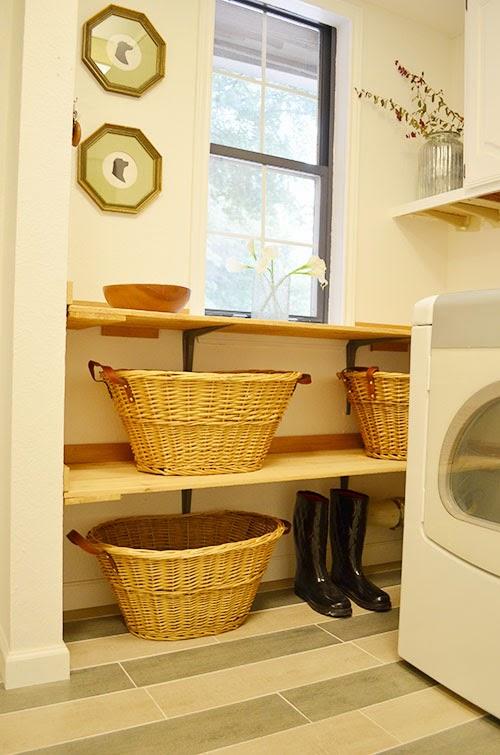Laundry folding station