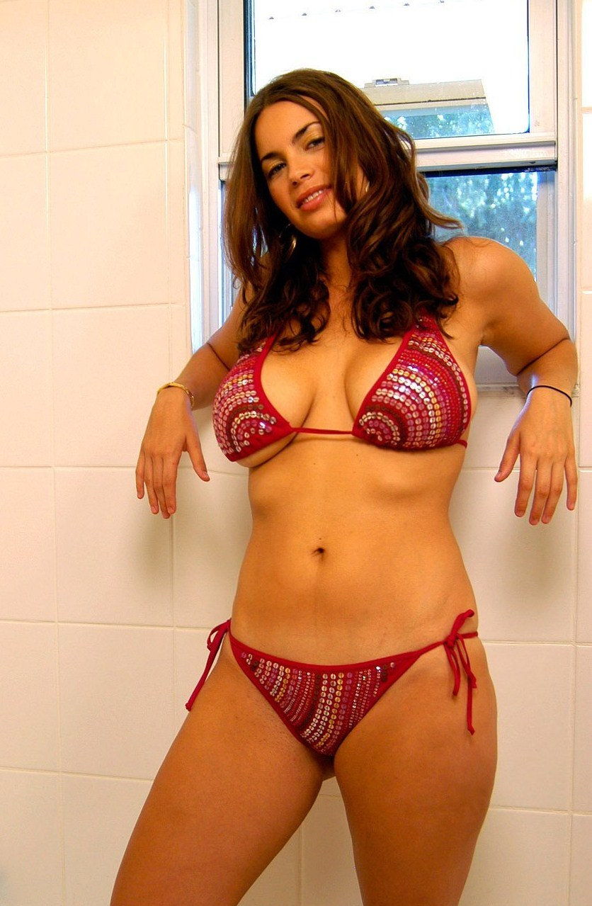 Market Nude Girl: L'espectacular bellesa de la Lucinda ...