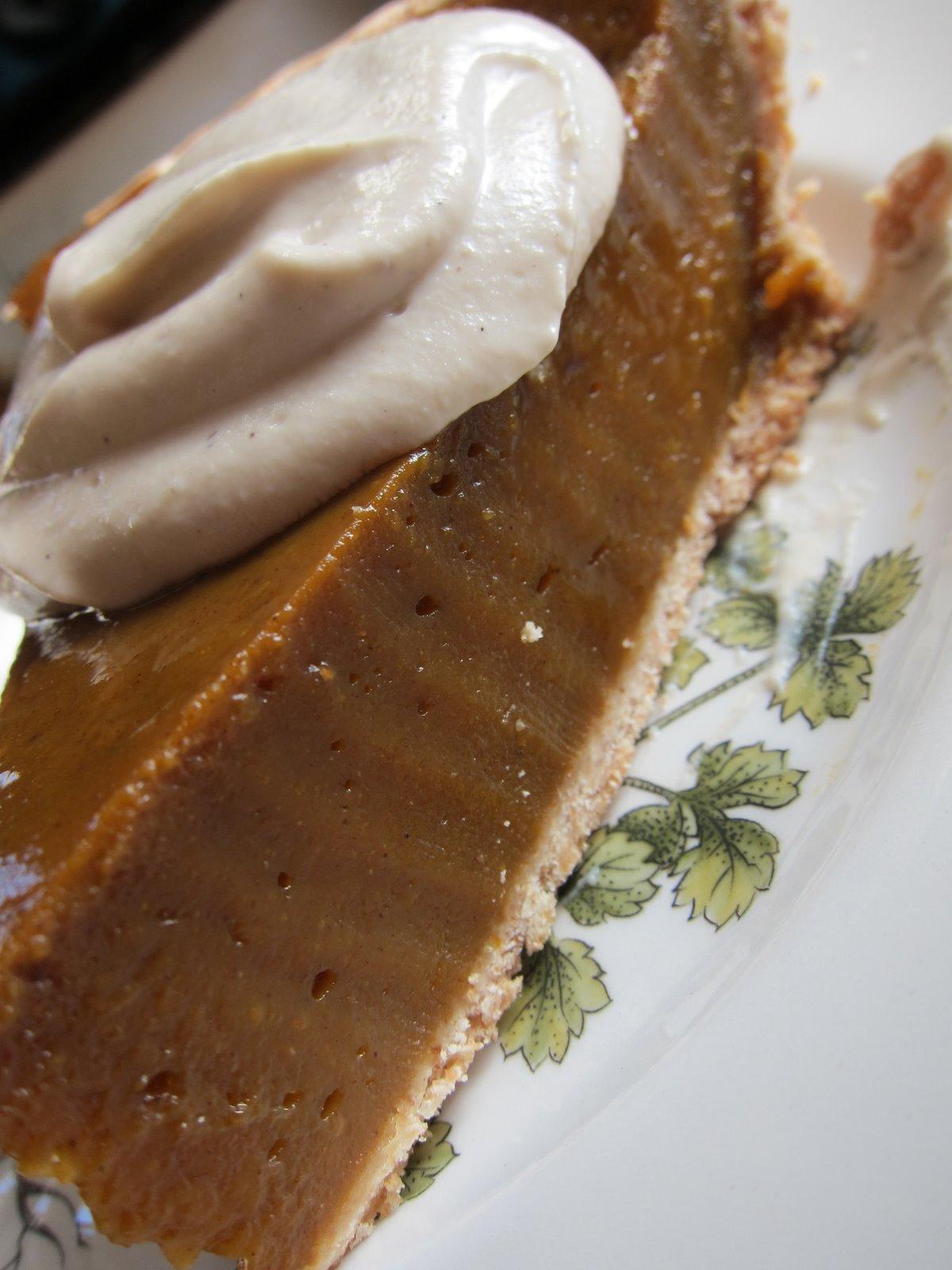 WholeFoodVegan: Thanksgiving Pumpkin Pie with Vanilla Cashew Cream