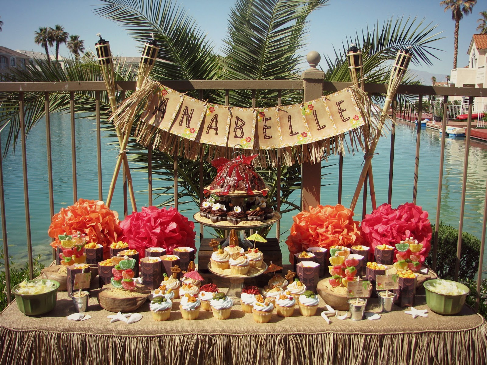 Aloha vintage hawaiian luau lynlees for Vintage theme ideas