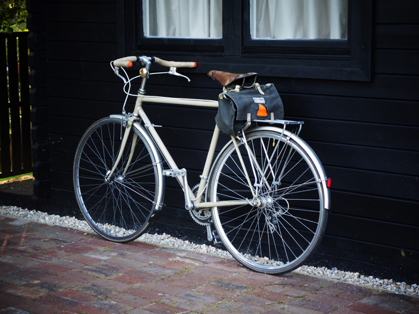 Beige steel Dawes bike with Belleri moustache / porteur bars, Brooks Champion saddle and Carradice bag