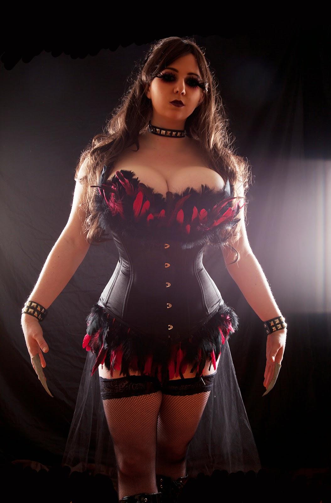 femme voluptueuse en corset style burlesque
