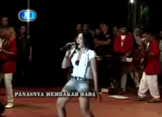 Download Video Dangdut Hot Ratna Antika - Penuh Keplasuan 3gp