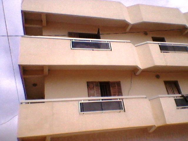villa r 2 vendre vue sur mer thiaroye avec 7 appartements urgent bureau immobilier. Black Bedroom Furniture Sets. Home Design Ideas