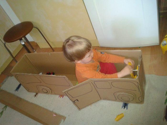 Zabawki z kartonów
