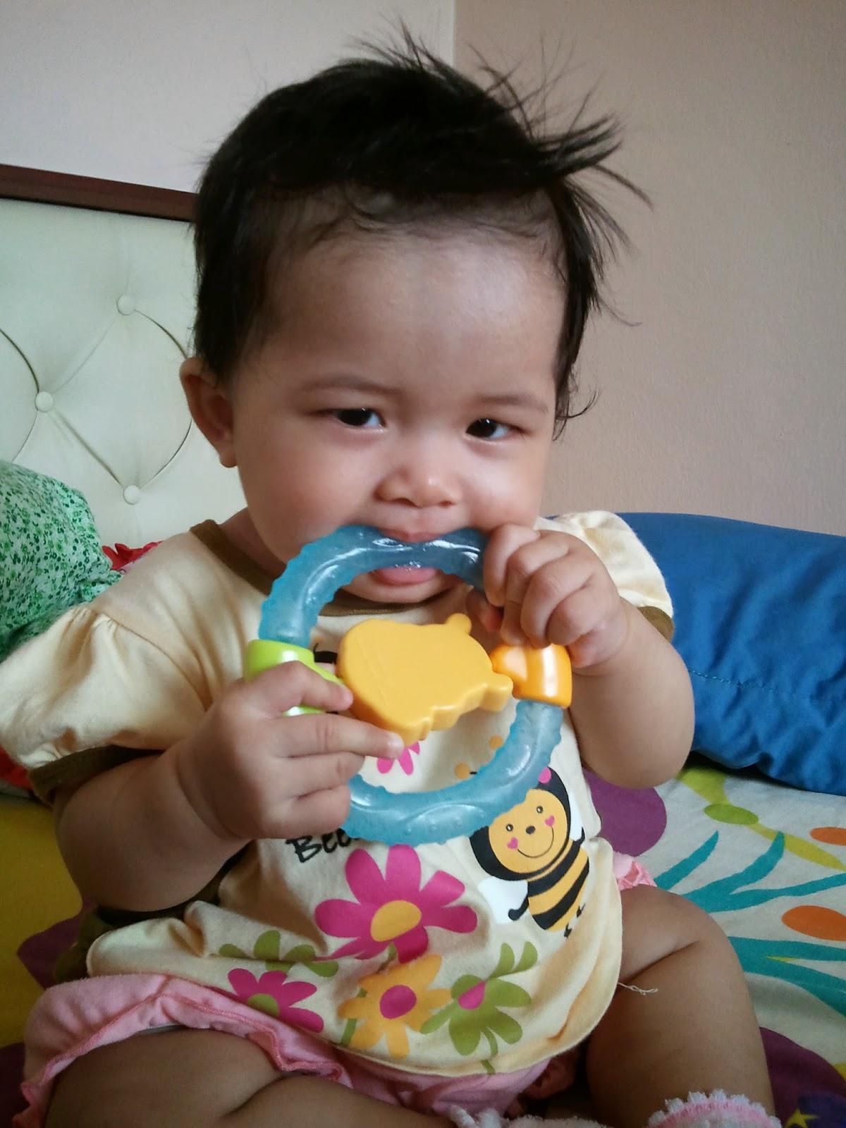 Cari atasi kesakitan bayi tumbuh gigi