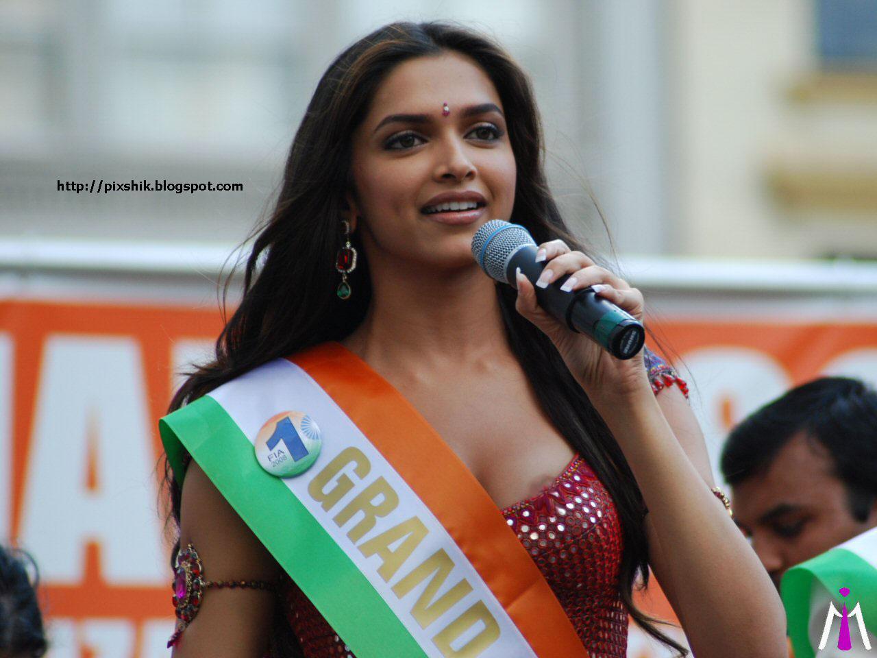 Deepika Padukone Nipple Slip Hot Very Clear Visible