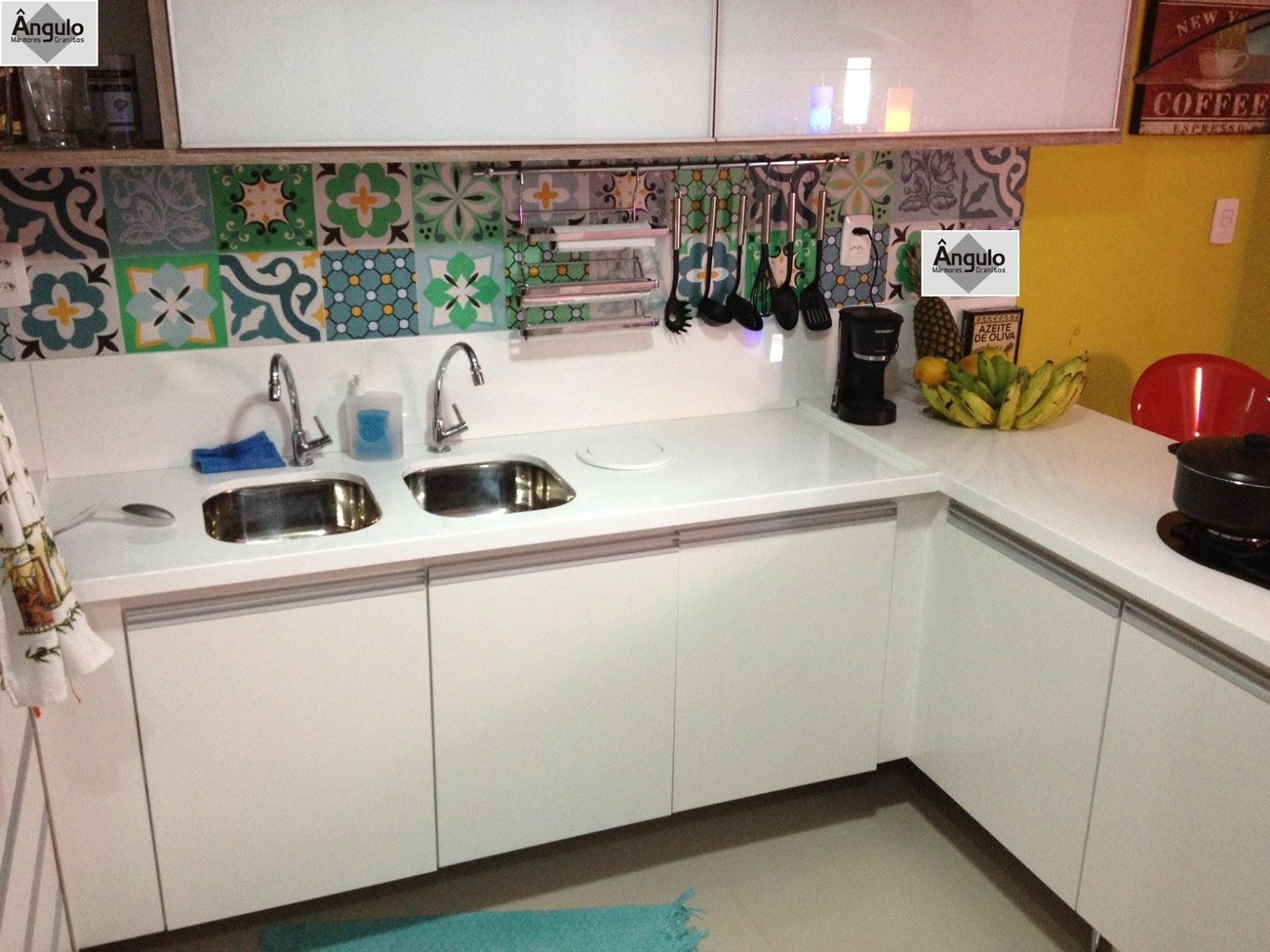 Ângulo Mármores e Granitos Cozinhas # Bancada De Cozinha Com Granito Ouro Brasil