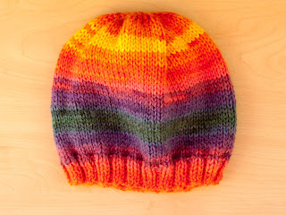 "alt=""knitting, free knitting pattern, hat, quick and easy, gorro, tricot, instruções passo a passo"""