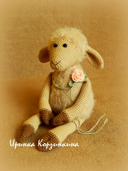 Вязаная овечка, символ 2015 года, отличны подарок на Новый год