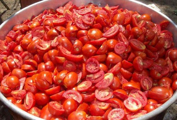 evde-domates-salcasi