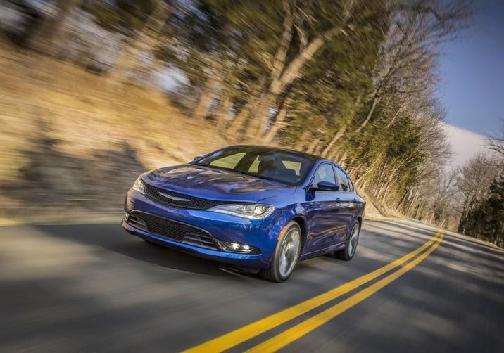 Front 3/4 view of 2015 Chrysler 200S