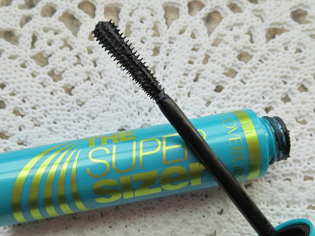 a picture of Covergirl The Supersizer by LashBlast Mascara (brush close up)