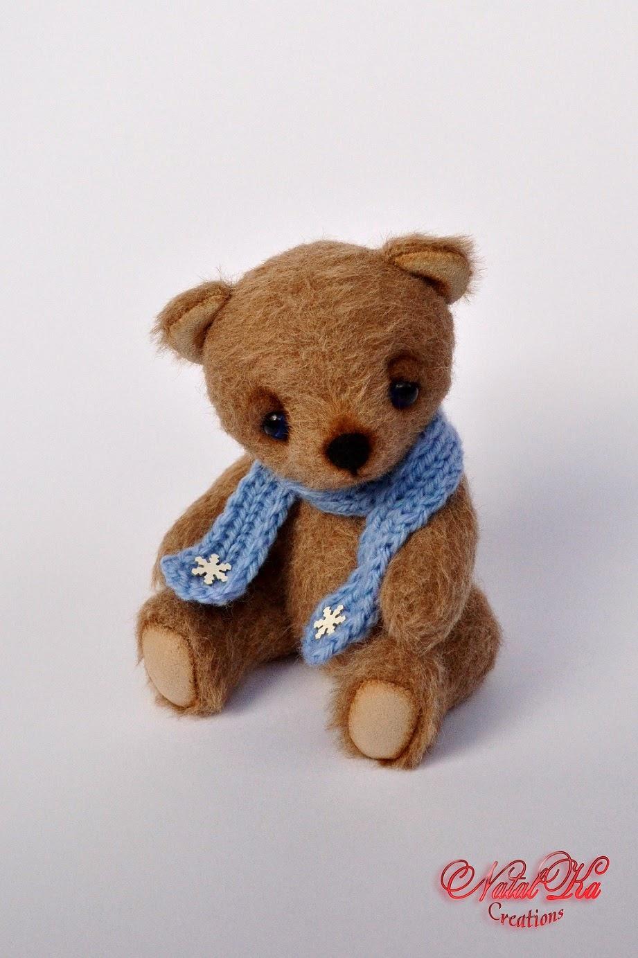 Künstler Teddybär im Winter aus Kaschmir  handgemacht von NatalKa Creations. Artist teddy bear in winter from cashmere handmade by NatalKa Creations