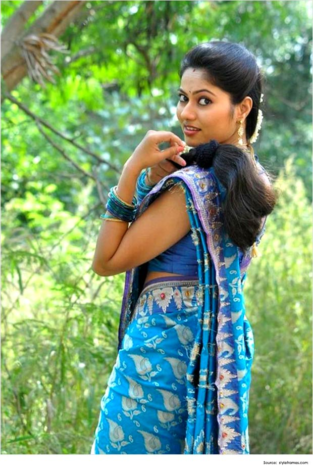 Hairstyles For Long Hair On Saree : Top 12 sexy hairstyles for sarees indian new