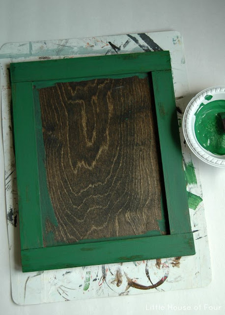 A perfectly distressed DIY memo board using Vaseline!