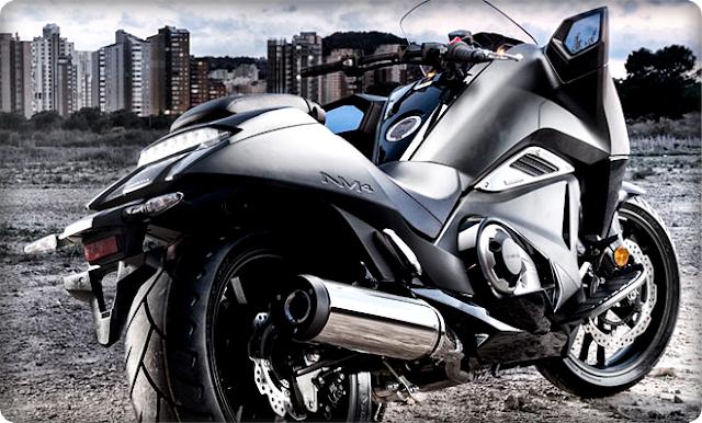 Gambar Motor Gede Honda NM4 Vultus Tampak Belakang