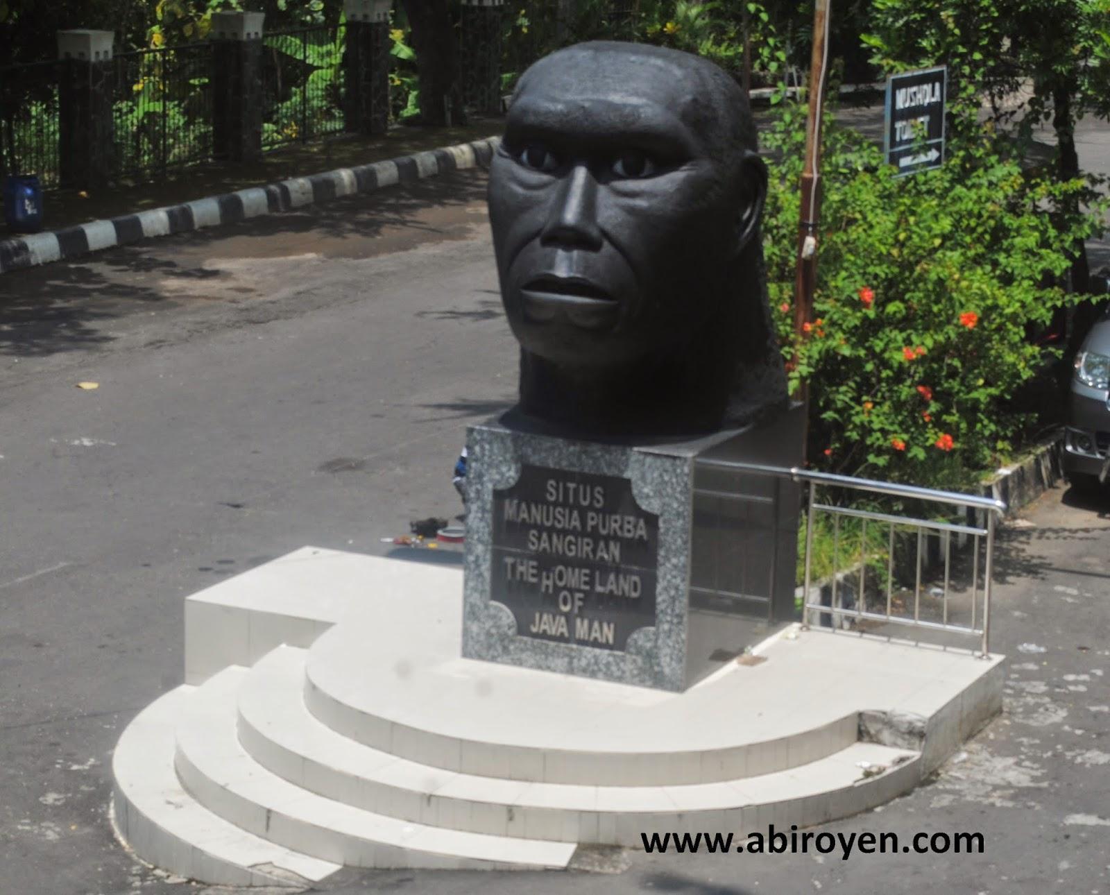 Patung%2Bdepan%2Bsangiran Jalan jalan wisata liburan ke Museum Purbakala Sangiran Sragen Jawa Tengah
