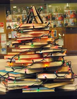 http://verymerryvintagestyle.blogspot.pt/2012/12/how-to-make-christmas-tree-with-books.html