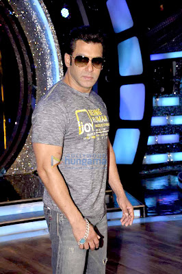 Salman promotes 'Jai Ho' on the sets of Dance India Dance
