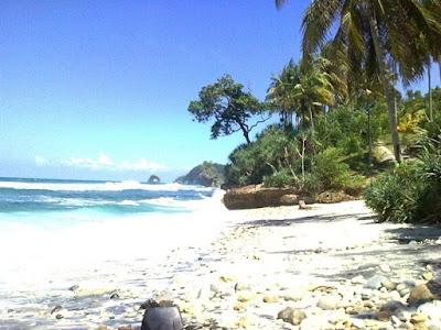 Suasana Pantai Pidakan