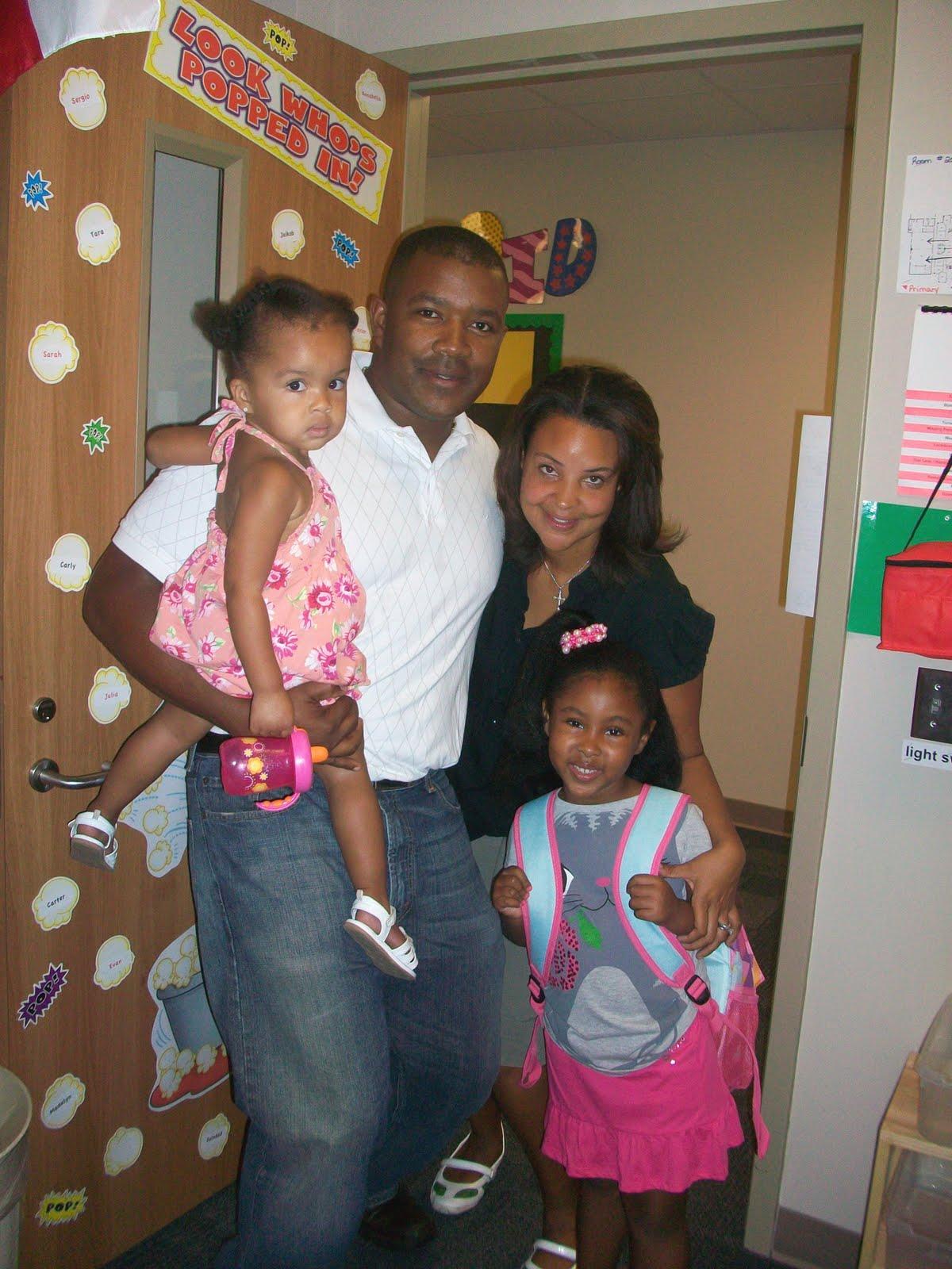 http://2.bp.blogspot.com/-B4wM6VklLUY/TlN_ti-9U0I/AAAAAAAAB8M/RuRV_EKv4PA/s1600/Soledad_family_school.JPG