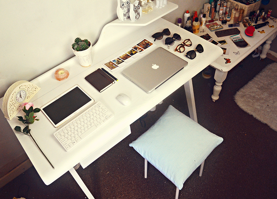 made.com cornell desk review, white vintage clock, pink rose, samsung galaxy tab s, cactus, daisy perfume, fashion bloggers studio office, white pastel, fbloggers, bloglovin