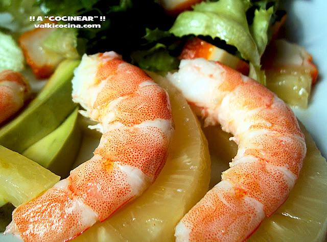 ensalada de marisco aguacate y piña