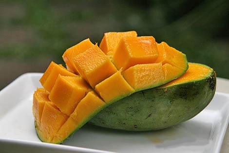 buah mangga segar