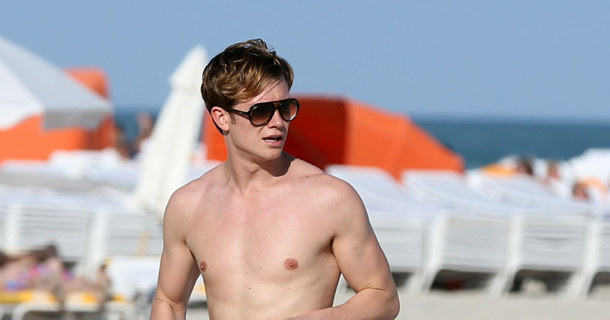 Ed Speleers Shows Off His Beach Body In Miami Oh Yes I Am