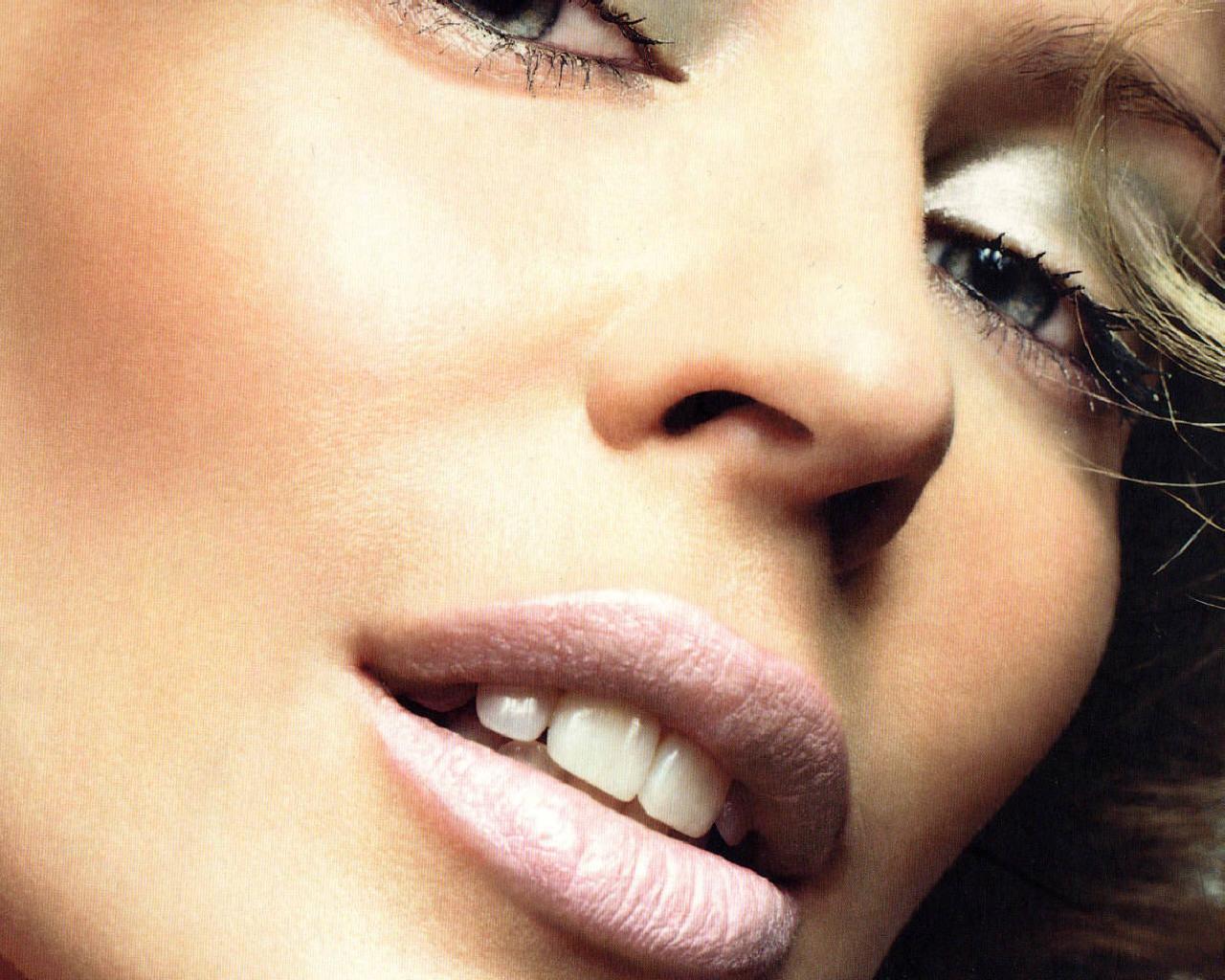 http://2.bp.blogspot.com/-B5ULUhfS6os/T8LulWx1hHI/AAAAAAAAKmg/-s3FxU4ii2M/s1600/Kylie-Minogue-kylie-minogue-64560_1280_1024.jpg