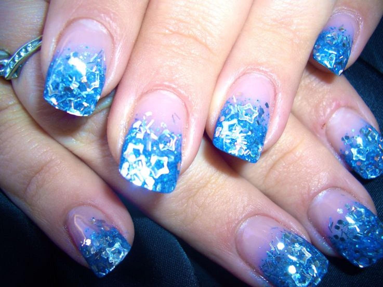 Фото дизайна ногтей под синее платье