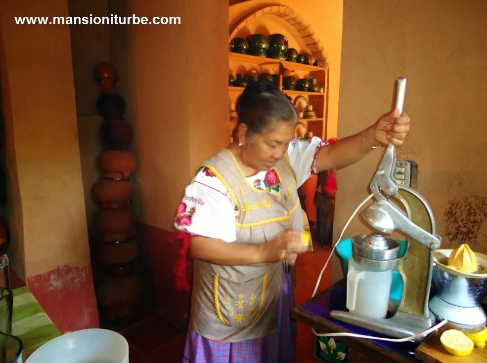 Doña Inés Dimas gran anfitriona en Santa Fe de la Laguna