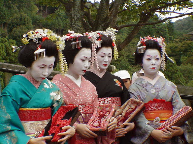 strange traditions of the world geisha