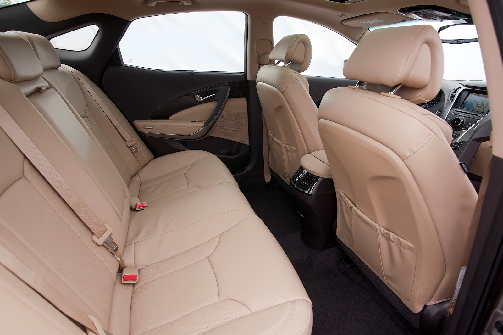 Interior view of 2014 Hyundai Azera