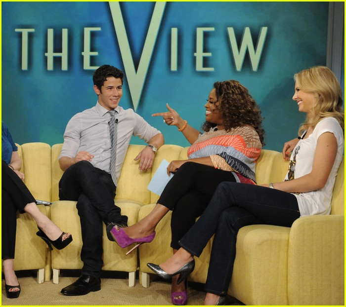 Fotos de Nick Jonas en The View  Nick-jonas-the-view-03